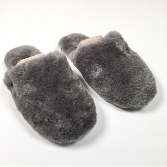 92f3a12fdf1 Size 8 Women's Grey Ugg Slippers NWT